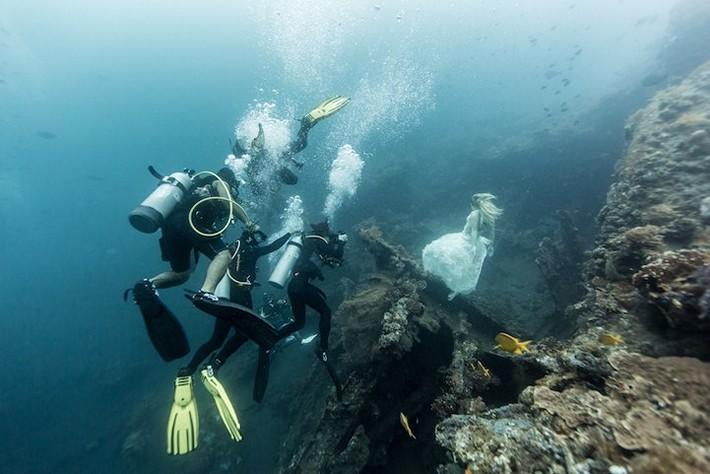 Outstanding Portrait Underwater Photography by Benjamin Von Wong Outstanding Bali Amazing Underwater Photography by Von Wong