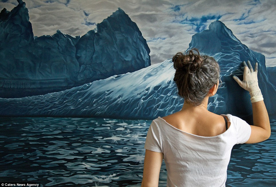 Realistic Finger Paintings by zaria forman Realistic Finger paintings of Icebergs by Zaria Forman