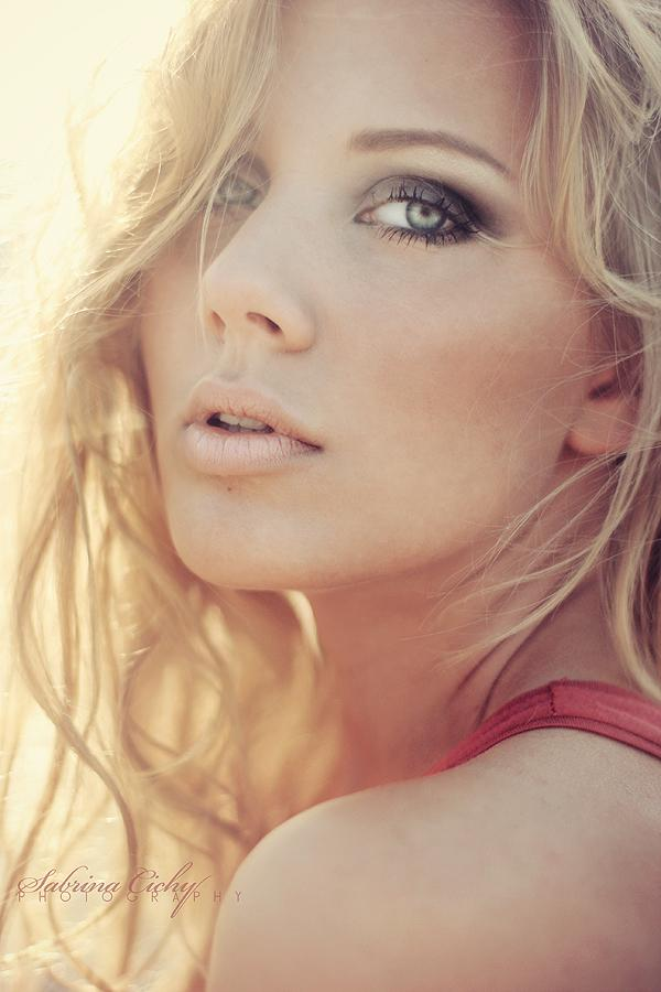 female Portrait Photography inspirations3 Beautiful Portrait Photography Inspirations by Sabrina Cichy