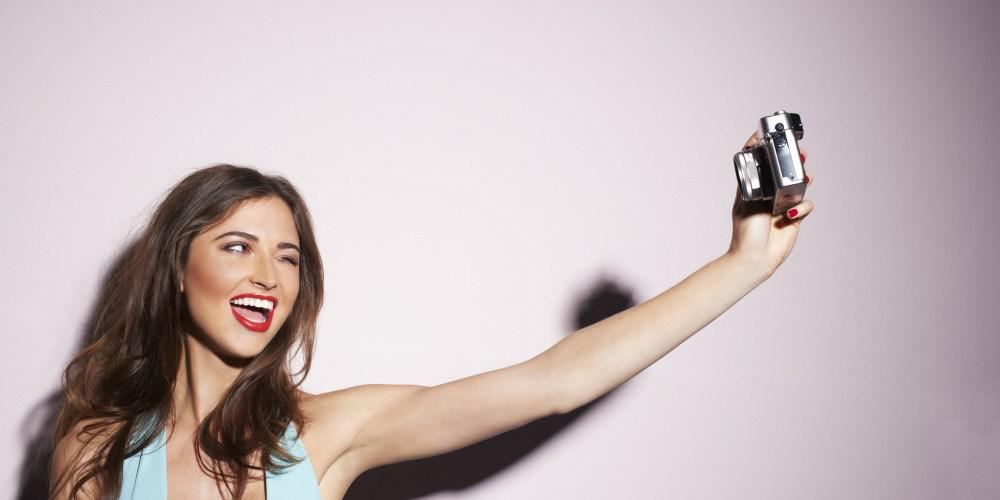 4. Always keep your Camera at an angle Higher than your head 10 Simple Ways to Take Better Selfies