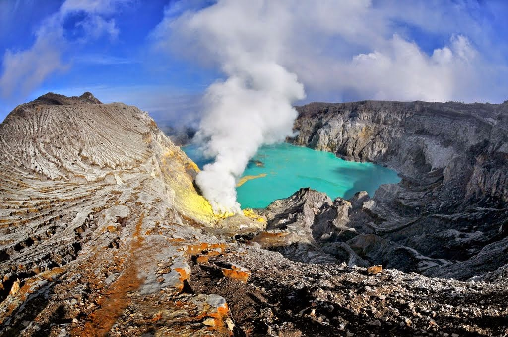 Ijen crater 1024x679 Most Beautiful Places should you know in Indonesia