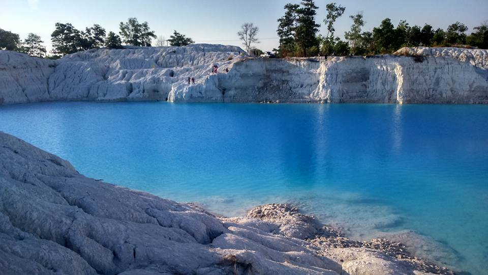 Kaolin Lake Most Beautiful Places should you know in Indonesia