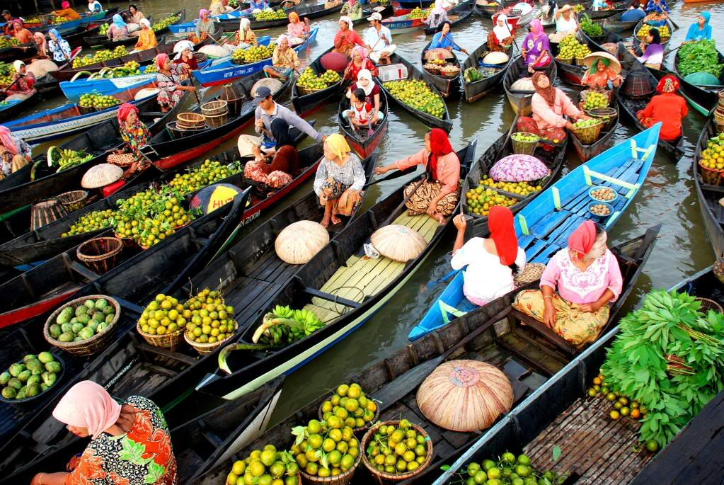 Pasar Terapung Floating Market Banjarmasin Most Beautiful Places should you know in Indonesia