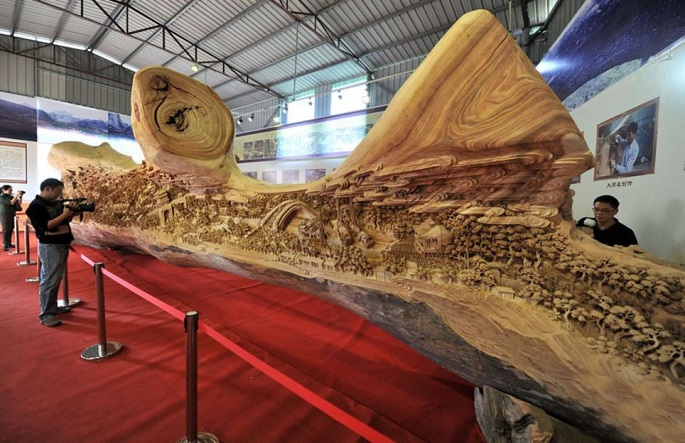 Festival Qingming Zheng Chunhui 4 Years Making Spectacular Sculptures in Old Tree Trunk