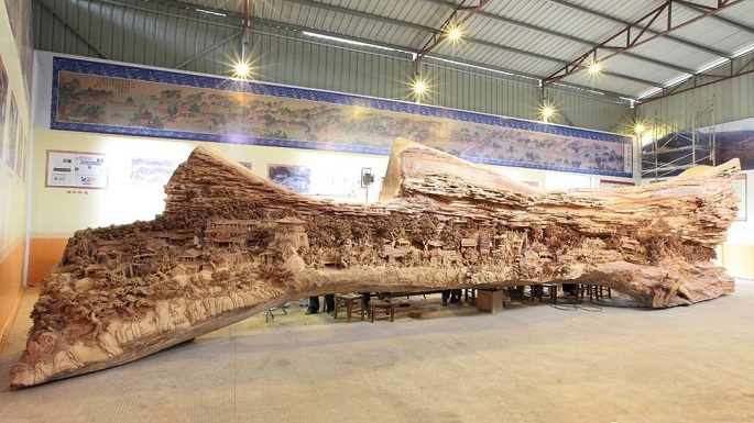 Spectacular Sculptures in Old Tree Trunk by Zheng Chunhui 4 Years Making Spectacular Sculptures in Old Tree Trunk
