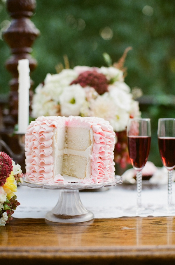 Amazing wedding cake image Couple Anniversary Photo Shoot Ideas