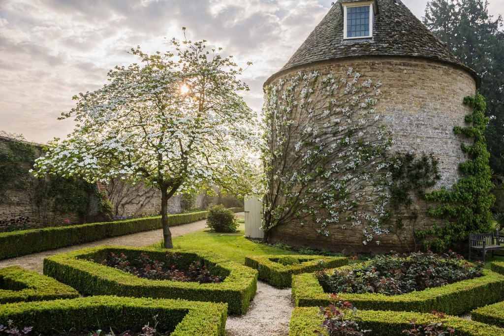 Pigeon House garden at Rousham House in Bicester by Carole Drake 1024x683 Winners of The International Garden Photographer of The Year