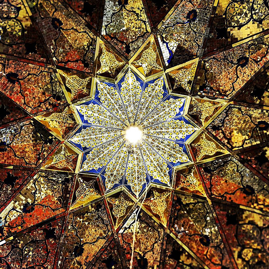The Hypnotizing Beauty Of Iranian Mosque Ceilings 12 The Hypnotizing Beauty Of Iranian Mosque Ceilings