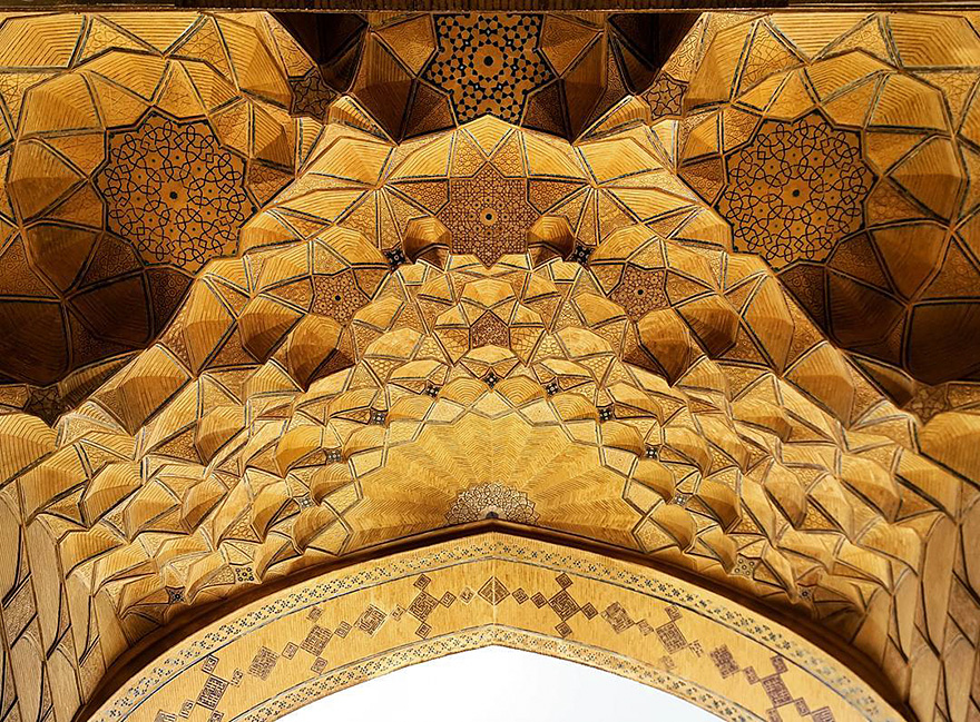 The Hypnotizing Beauty Of Iranian Mosque Ceilings 18 The Hypnotizing Beauty Of Iranian Mosque Ceilings