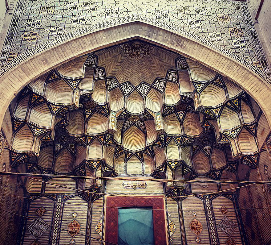 The Hypnotizing Beauty Of Iranian Mosque Ceilings 4 The Hypnotizing Beauty Of Iranian Mosque Ceilings