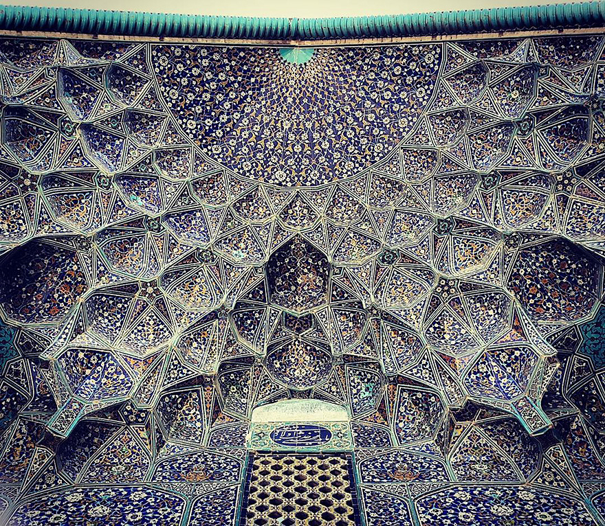 The Hypnotizing Beauty Of Iranian Mosque Ceilings 6 The Hypnotizing Beauty Of Iranian Mosque Ceilings
