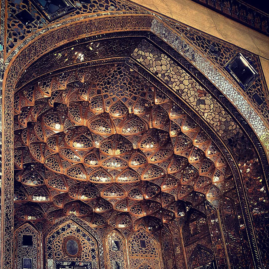 The Hypnotizing Beauty Of Iranian Mosque Ceilings 7 The Hypnotizing Beauty Of Iranian Mosque Ceilings