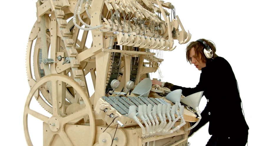 Mind-blowing Music Instrument Using 2000 Marbles by Wintergatan