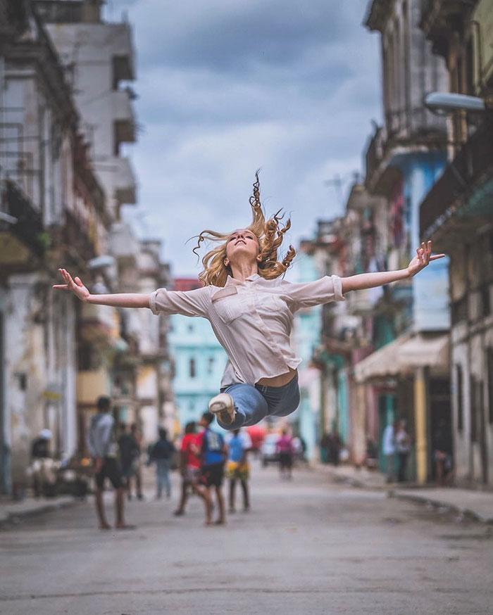 Ballet Dancers Cuba Omar Robles 11 Omar Robles Captures Ballet Dancers Practicing On The Streets Of Cuba