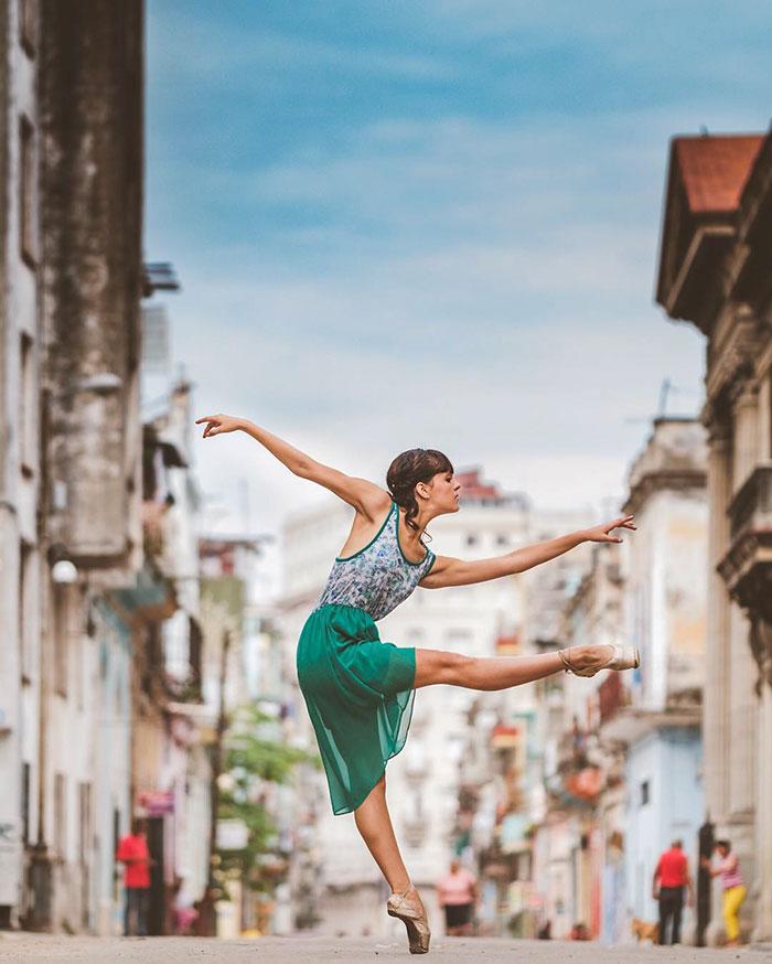 Ballet Dancers Cuba Omar Robles 44 Omar Robles Captures Ballet Dancers Practicing On The Streets Of Cuba
