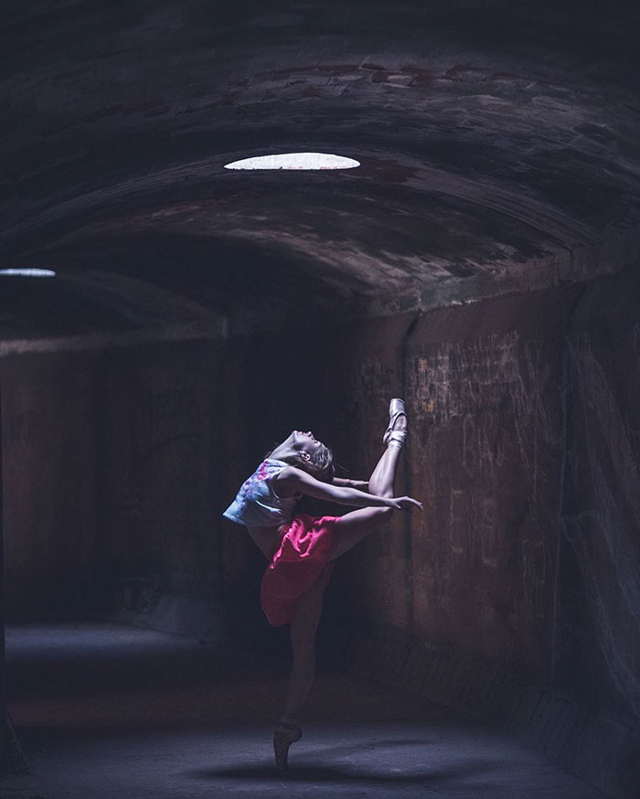Omar Robles Captures Ballet Dancers Practicing 99