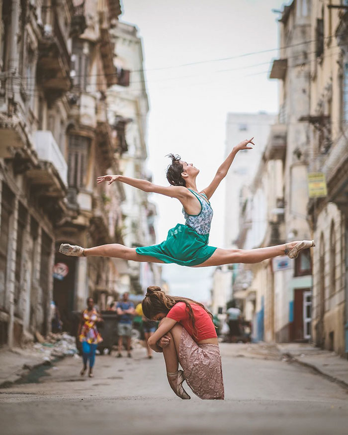 Omar Robles Captures Ballet Dancers Practicing On The Streets Of Cuba 99