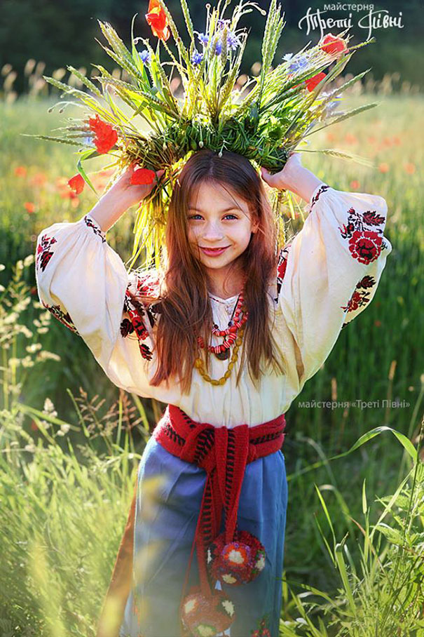 Beauty Traditional ukrainian hats 10 Modern Women Wearing Traditional Ukrainian Crowns Give New Meaning To Ancient Tradition