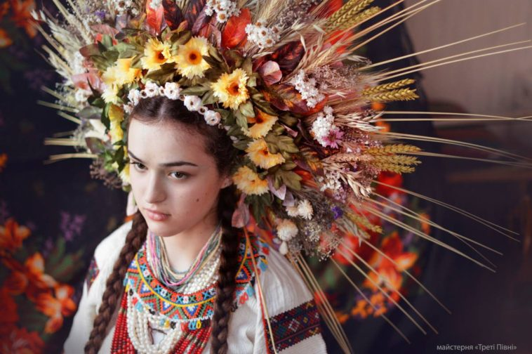 WonderfulTraditional ukrainian hats Modern Women Wearing Traditional Ukrainian Crowns Give New Meaning To Ancient Tradition