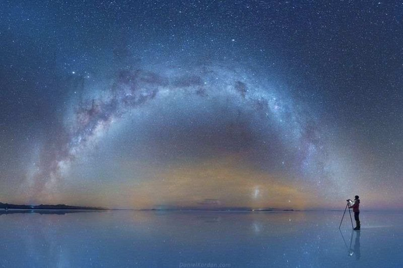 Mind blowing Milky Way Reflected Photos Beautiful Milky Way Reflected in Bolivia Salt Flats by Daniel Kordan