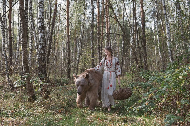 Modelling with Real Life Bear 8 Olga Barantseva Captures Dreamlike Scenes With a 700 Kilogram Bear
