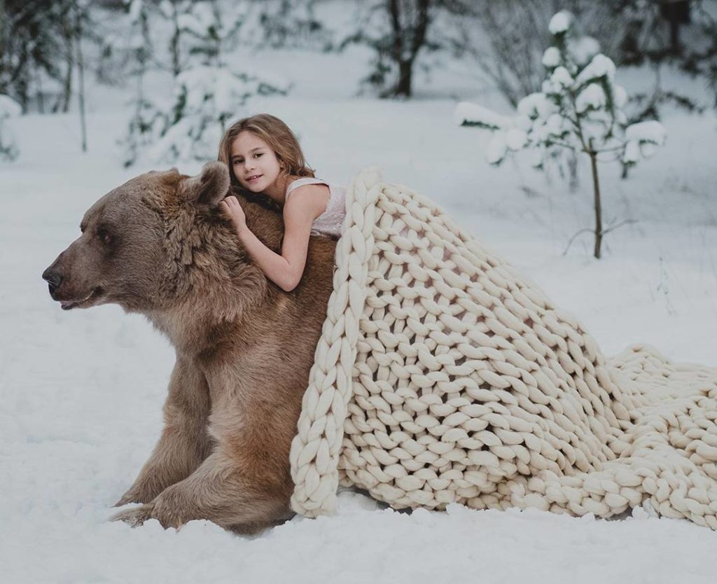 Olga Barantseva Captures Dreamlike Scenes With a 700 Kilogram Br 1024x834 Olga Barantseva Captures Dreamlike Scenes With a 700 Kilogram Bear