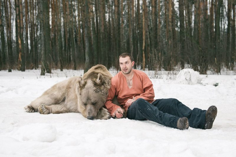 Olga Barantseva Modelling with Real Life Bear 7 Olga Barantseva Captures Dreamlike Scenes With a 700 Kilogram Bear
