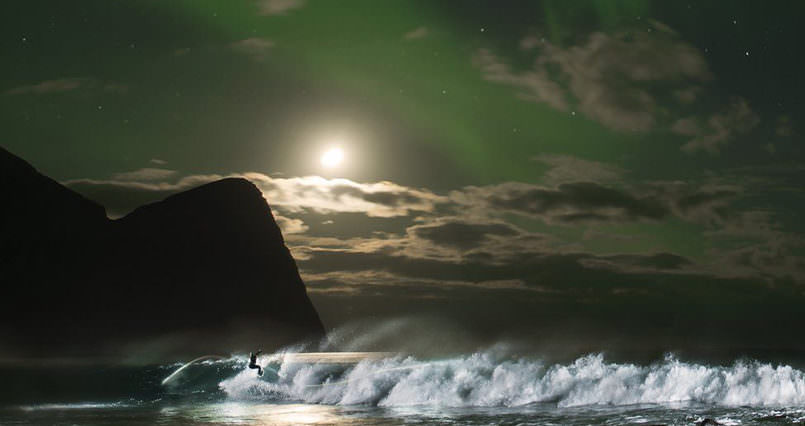 Mind Blowing Mick Fanning surf under the Northern Lights