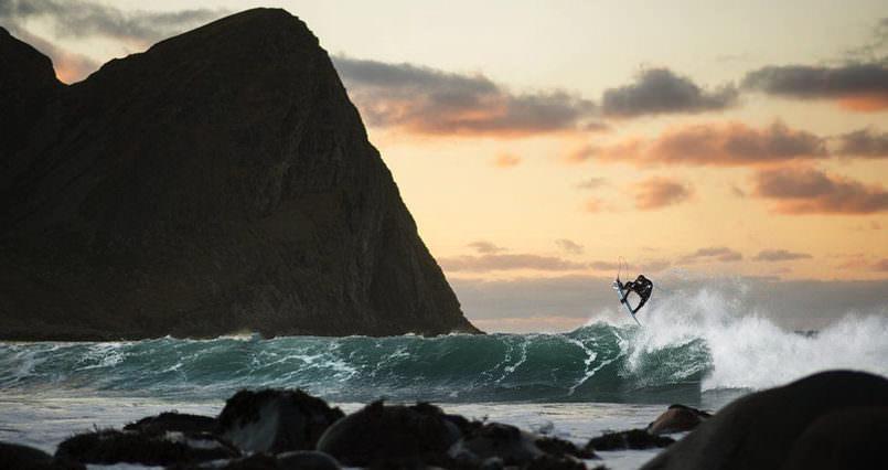 Wonderful Mick Fanning surf under the Northern Lights Mind Blowing Mick Fanning surf under the Northern Lights