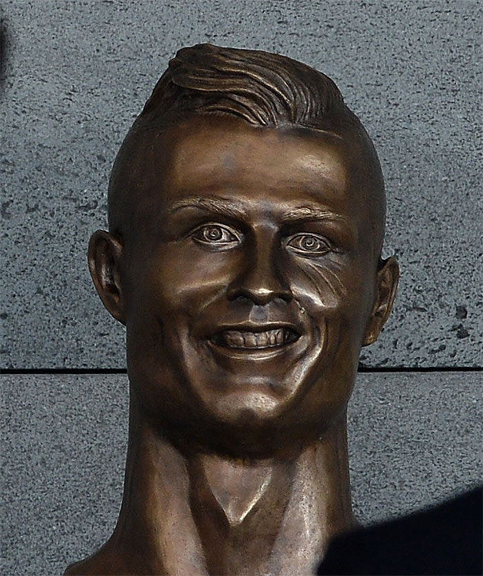 Cristiano Ronaldo Statue Fail Photoshop Battle 2 10+ Of The Funniest Reactions To Cristiano Ronaldo's New Statue