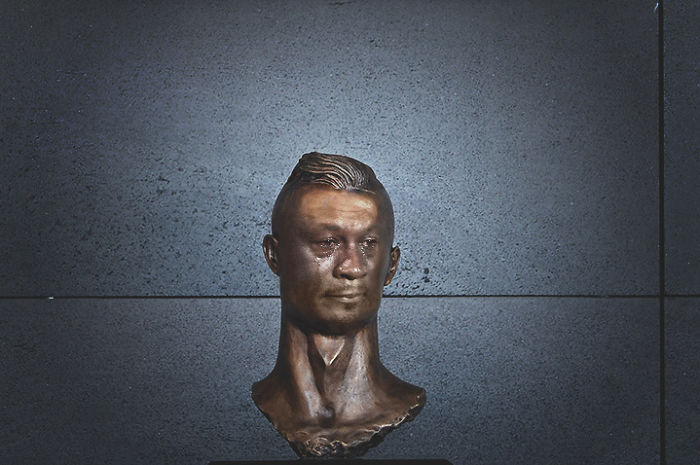 Cristiano Ronaldo Statue Fail Photoshop Battle 20 10+ Of The Funniest Reactions To Cristiano Ronaldo's New Statue