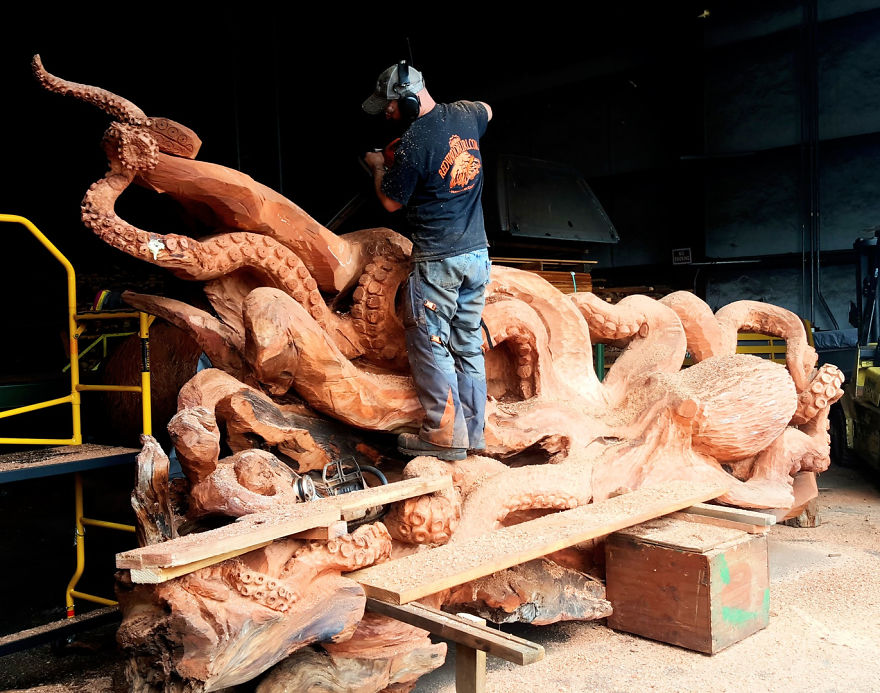 Artist Carves Fallen Redwood Tree Into Giant Sea Creature 4 Artist Carves Fallen Redwood Tree Into Giant Sea Creature