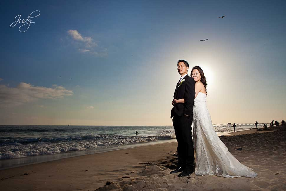 gambar 2 5 Stunning Beach Wedding Photography Poses for Newly Weds