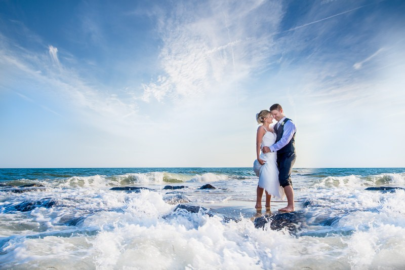 gambar 3 5 Stunning Beach Wedding Photography Poses for Newly Weds
