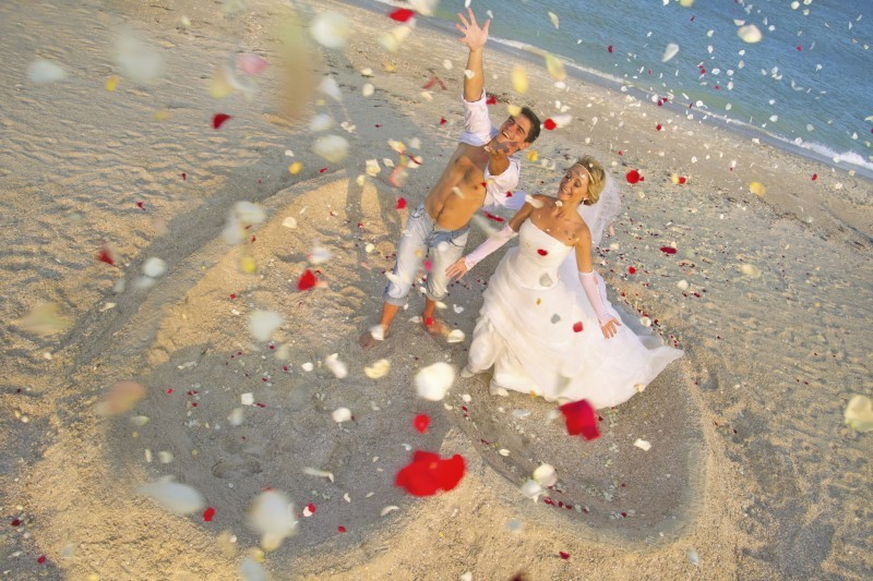 gambar 5 5 Stunning Beach Wedding Photography Poses for Newly Weds
