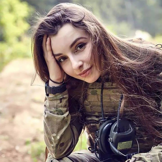 Meet Elena Deligioz Probably The Most Beautiful Female Cosplay 10 Meet Elena Deligioz, Probably The Most Beautiful Female Cosplay Soldier In The World