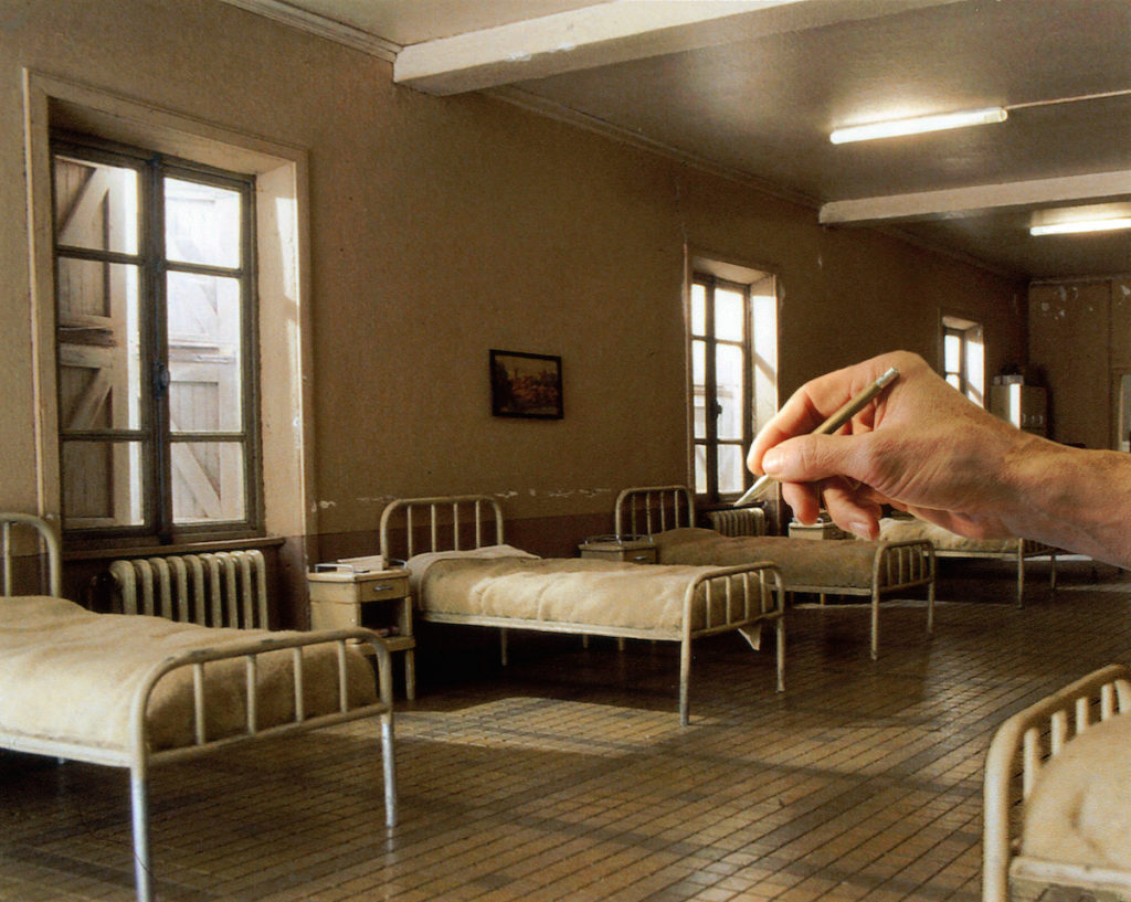 Hyperrealistic Miniature Film Sets 3 1024x817 A French Museum Dedicated to Over 100 Hyperrealistic Miniature Film Sets