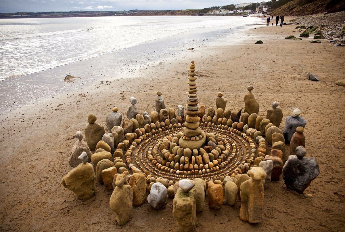 James Brunt creates elaborate ephemeral artworks 12 James Brunt Organizes Leaves and Rocks Into Elaborate Cairns and Mandalas