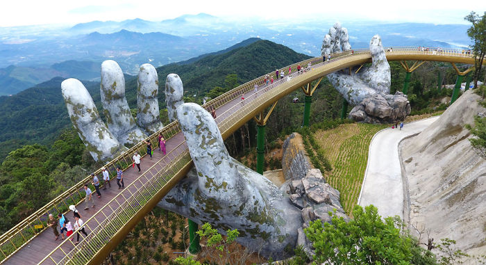 Amazing Giant Hands Bridge In Vietnam Amazing Giant Hands Bridge In Vietnam
