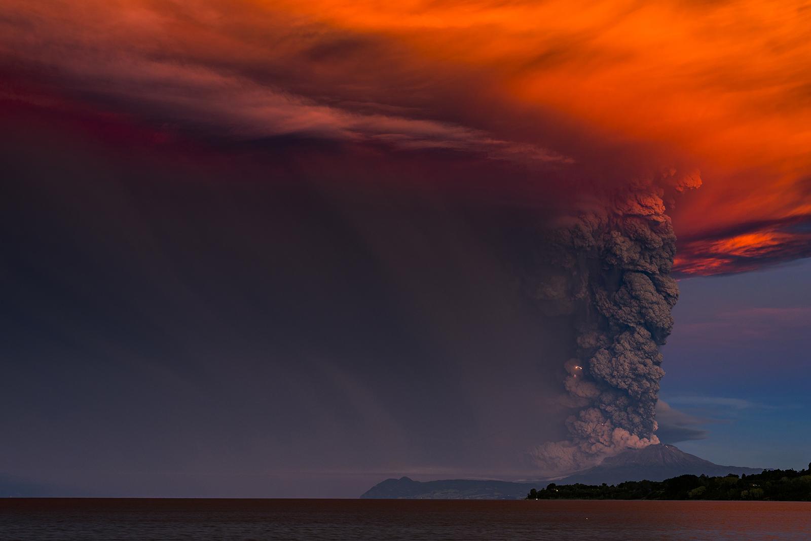 Wonderful Volcanic Smoke With Streaks of Lightning by Francisco Negroni 1 Wonderful Photography between Volcanic Smoke With Streaks of Lightning by Francisco Negroni