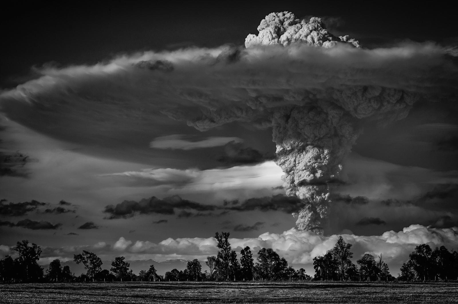 Wonderful Volcanic Smoke With Streaks of Lightning by Francisco Negroni 3 Wonderful Photography between Volcanic Smoke With Streaks of Lightning by Francisco Negroni